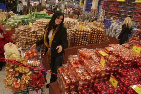 Dauguma prekybos centrų ketina dirbti ir per šventes.