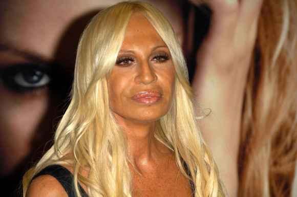 D.Versace dažnai kritikuojama dėl ekstremalios išvaizdos.