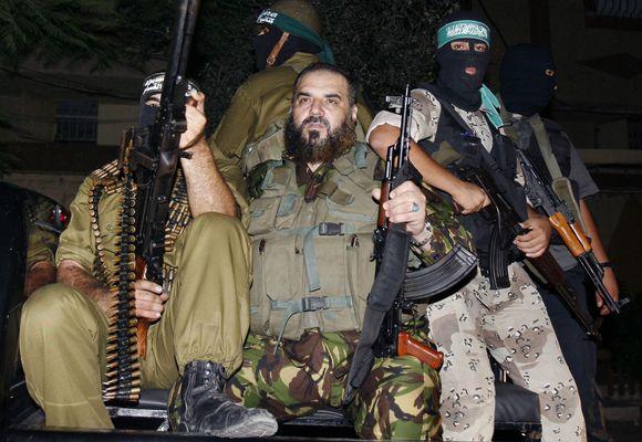 Nizaras Rayyanas (centre) žuvo per Izraelio oro ataką.