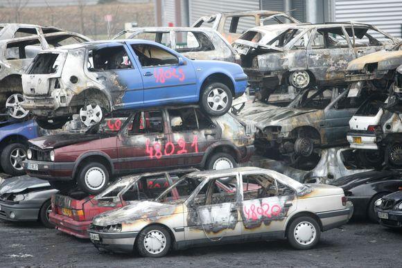 Apdegę automobiliai