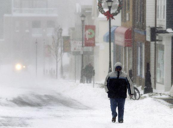 Kanadą užvaldė sniegas.