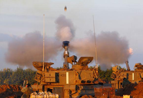 Izraelio mobilioji artilerija užsiėmė pozicijas šiauriniame Gazos ruože.