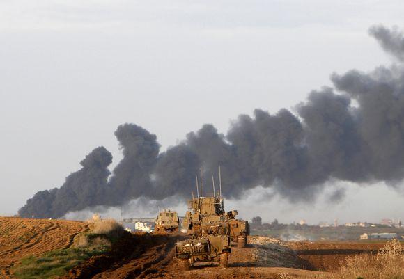Izraelio tankai juda link Gazos ruožo.
