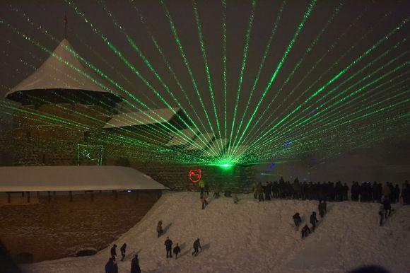14-os lazerių kurtas šou sudomino daugybę kauniečių, dėl reginio nepabūgusių per pusnis atklampoti iki Kauno pilies.