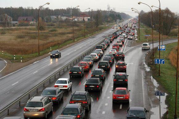 Verslininkų ir gyventojų pinigais vienokie ar kitokie darbai gatvių ir kelių gerinimo darbai pernai atlikti trečdalyje Kauno rajono seniūnijų.