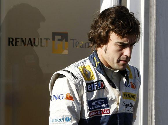 F.Alonso lėktuvas sudužo Kenijoje, tačiau ir jis, ir jo šeima liko gyvi