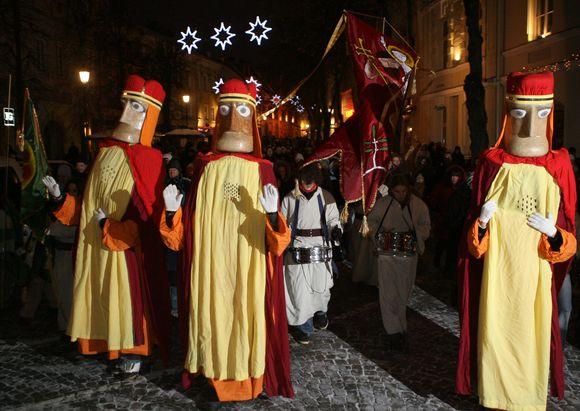 Didžiulės Trijų karalių figūros ir smalsuolių minia kvies kartu palydėti Kalėdų dvasią.