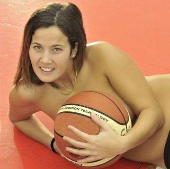 Italijos krepšininkės populiarina savo sporto šaką...
