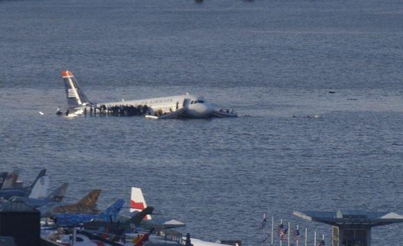 Reuters/Scanpix nuotr./Keleivinis lėktuvas Niujorke nusileido Hudsono upėje