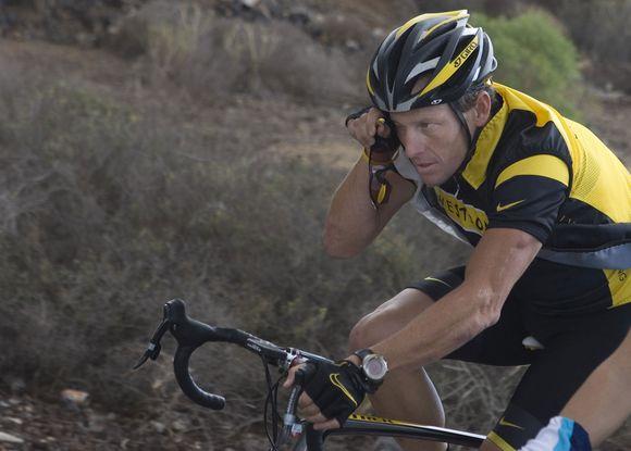 L.Armstrongo dviratis skirsis spalvomis ir dviem skaičių kombinacijomis ant rėmo.
