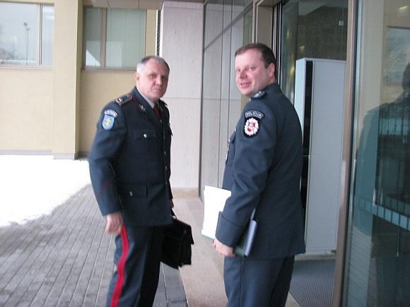 Į NSGK posėdį pirmadienį ryte atskubėjo Policijos departamento vadovybė – Policijos generalinis komisaras Vizgirdas Telyčėnas ir jo pavaduotojas Saulius Skvernelis.