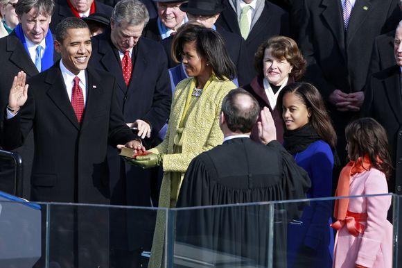 Barackas Obama sako priesaiką.