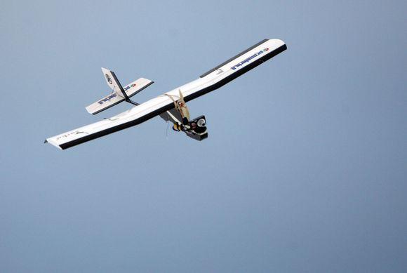 K.Fedirkos pilotuojamas radijo bangomis lėktuvas gali skristi visais metų laikais.