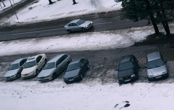 Fotopolicija: studentų automobiliai