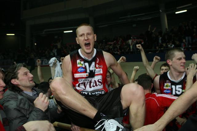 """""""Lietuvos rytas"""" švenčia paskutinėmis sekundėmis išplėštą pergalę, 2009-01-24."""