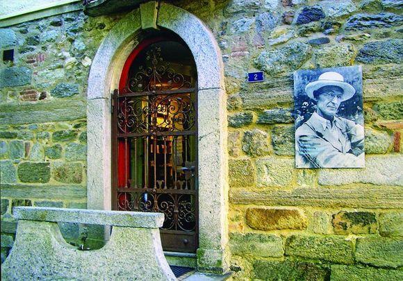 """Paroda """"Hermano Hesės pėdsakais Lugane"""" pasakoja vokiečių kilmės rašytojo gyvenimą Lugano priemiestyje Montanjoloje, Šveicarijoje."""