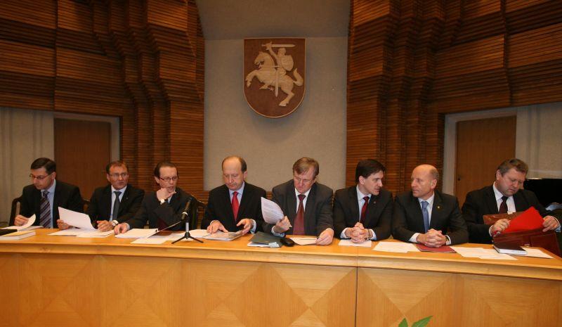 """Vyriausybės """"Dialogas su Lietuva"""""""