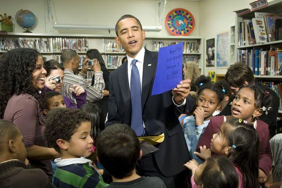 Obama lankosi mokykloje.