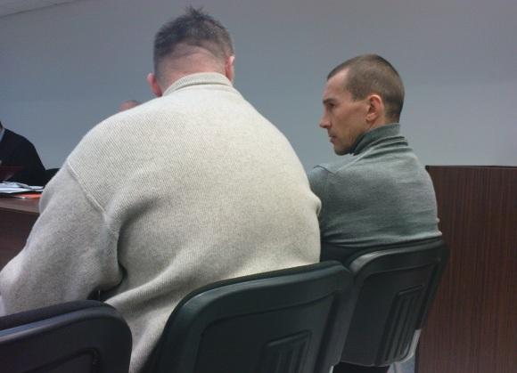 A.Masterbrockis (kairėje) ir pergalėmis bušido ringe išgarsėjęs V.Golubovskis iki teismo savo kaltę dėl inkasatorių plėšimo neigė, o teisme jų dar neapklausė.
