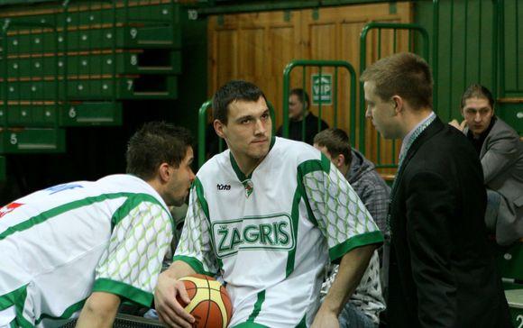 M.Kalniečiui ir J.Mačiuliui pastaruoju metu vis dažniau tenka bendrauti su klubo direktoriumi P.Motiejūnu