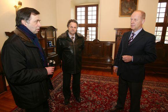 A.Kurlavičius (viduryje) prisipažino, jog jaudulio prieš garbaus svečio vizitą jam išvengti nepavyks.
