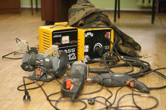Atpažinusieji nuotraukose matomus įrankius turėtų kreiptis į Aleksoto policijos nuovadą Veiverių pl. 132 arba artimiausią policijos skyrių.