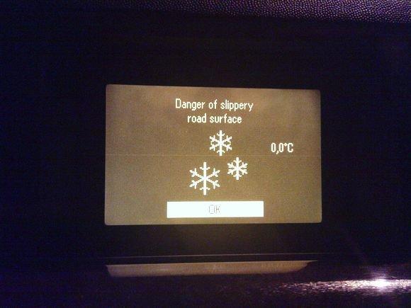 Sauliaus Chadasevičiaus/15min.lt nuotr./Oro temperatūra  nulis laipsnių. Todėl galimas plikledis.