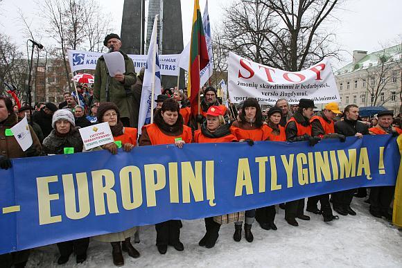 Profesinės sąjungos sakė nenorinčios grasinti, tačiau priminė sausio 16-osios įvykius.