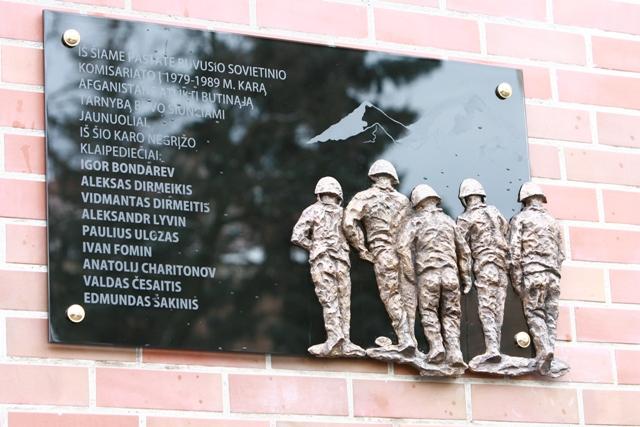 Klaipėdoje prie pastato Vytauto g. 7 (buvęs sovietinis komisariatas) vyko atminimo lentos, iš Afganistano karo 1979–1989 metais negrįžusiems klaipėdiečiams atminti, atidengimo iškilmės.