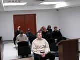 Sauliaus Chadasevičiaus/15min.lt nuotr./A.Masterbrockis (sėdi 1-oje eilėje) į teismą atvyko pirmas, o kitas kaltinamas pasirodė kiek vėliau.