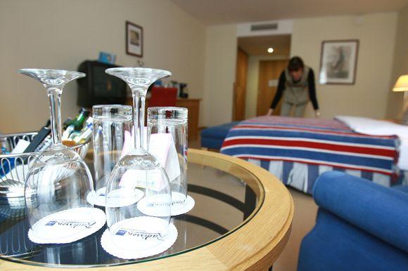 Pasak viešbučių atstovų, žiemą neretai būna užimti vos 5-7 kambariai, tad jie dirba vos penktadaliu ar puse pajėgumo.