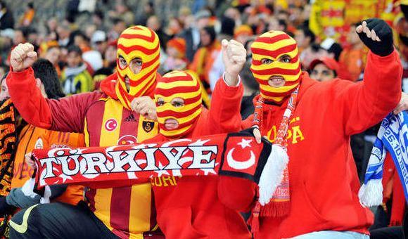 Turkijos futbolo klubų sirgaliams ateina neramios dienos