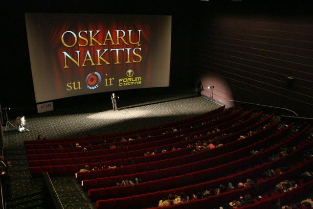 Kinomanų susirinko apypilnė kino teatro salė.