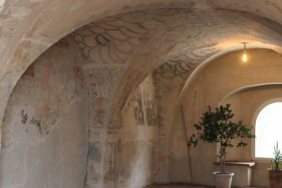 Anksčiau remontuotoje gyvenamoje vienuolyno dalyje rasta unikalių freskų.