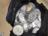 Policijos nuotr./Konfiskuotos kompaktinės plokštelės