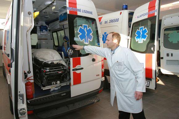 Klaipėdos universitetinė ligoninė įsigijo du, po pusę milijono litų kainavusius automobilius su visa būtina medicinine įranga itin sunkiems pacientams.