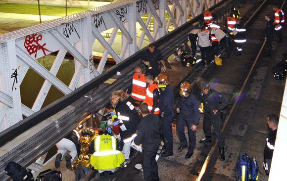 """Nelaimė tarp šiaurinių Oberviljė ir Sen Deni priemiesčių, netoli stadiono """"Stade de France"""", kai į Paryžių važiavęs priemiestinis traukinys kliudė Lilio futbolo komandos gerbėjus."""