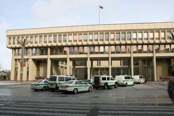 Policijos mašinos prie Seimo