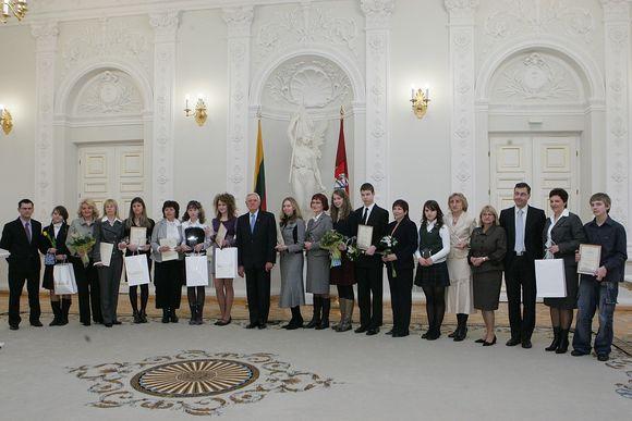"""Antrojo lietuvių kalbos konkurso """"Švari kalba – švari galva"""" laimėtojai. (2009-03-11)"""
