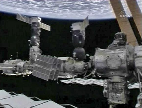 Tarptautinė kosminė stotis atsidūrė pavojuje.