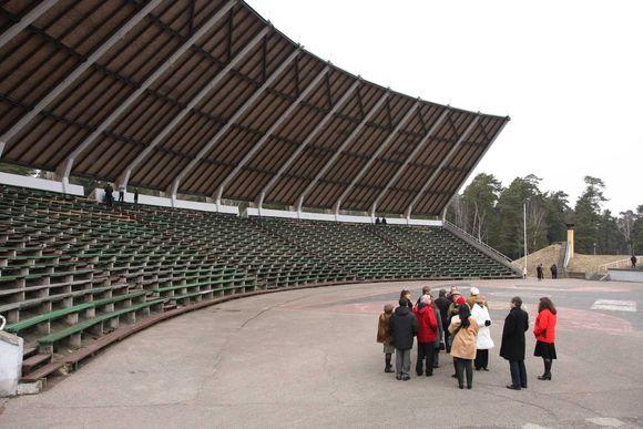 Savivaldybės atstovai užtikrino, jog iki liepos mėnesio Vasaros koncertų estrada bus sutvarkyta.