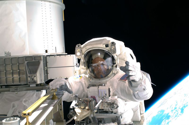 Richardas Arnoldas atvirame kosmose