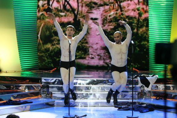 Mundis ir V.Baumila scenoje liko vienomis glaudėmis.