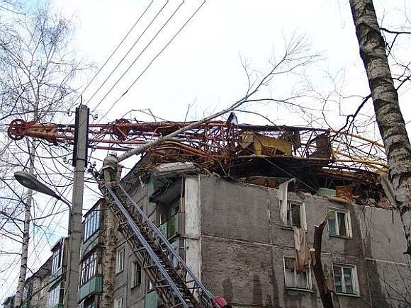 Kranas visiškai sugriovė butą penktame daugiabučio aukšte.