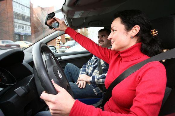 Būsimieji vairuotojai įgūdžius gali tobulinti su šeimos nariais