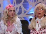 """Juliaus Kalinsko/""""15 minučių"""" nuotr./R.Ščiogolevaitė ir D.Zenkevičiūtė persirengė blondinėmis."""