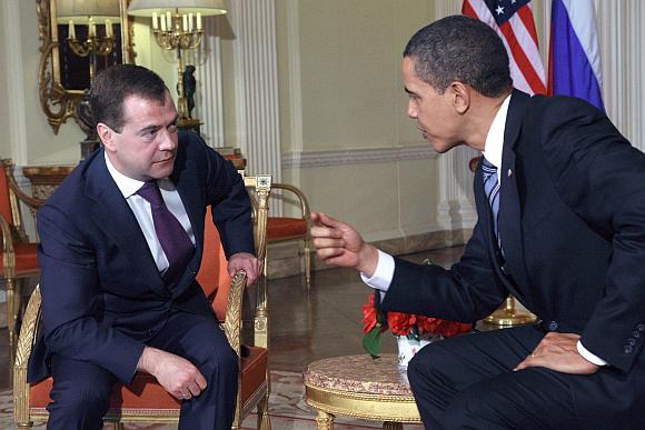 Dmitrijus Medvedevas pirmą kartą susitiko su Baracku Obama.