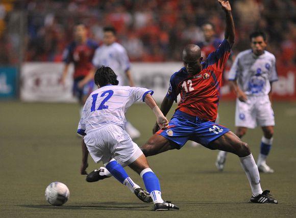Kosta Rikos futbolininkai įveikė Salvadoro rinktinę 1:0.