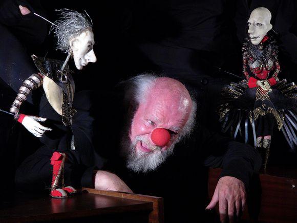 """Spektaklyje """"Mano Hamletas"""" pagrindinį vaidmenį atlieka V.Paukštė, už tai pelnęs svarbų apdovanojimą."""
