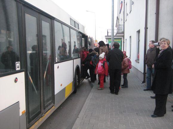 Kėdainiuose jau kelerius metus galioja tvarka, kad keleiviai į viešąjį transportą lipa tik pro priekines duris. Tokią sistemą norima pritaikyti ir Klaipėdoje.